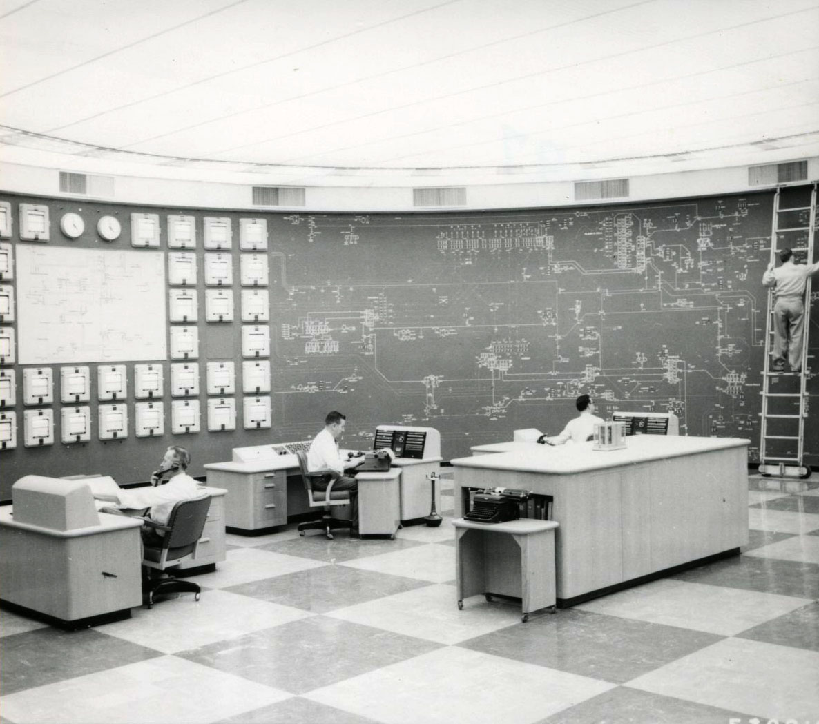 The BPA dispatching center, at Lloyd Blvd. building, 1955