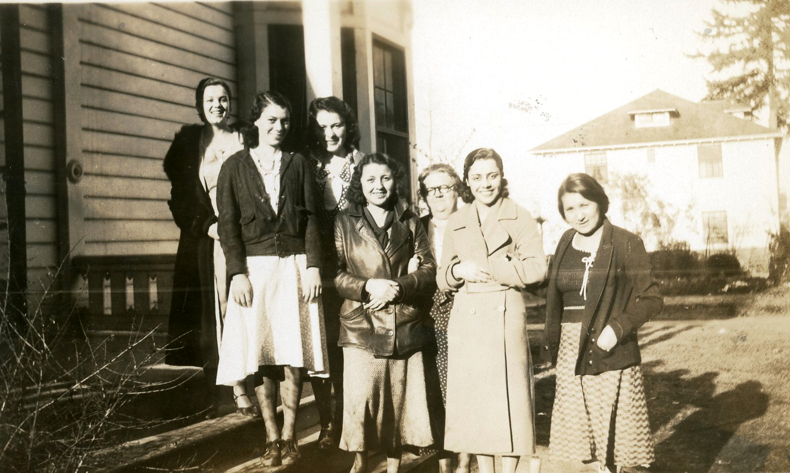 Teacher Alice Judd and Chemawa teenagers, c.1928. Courtesy Oregon Hist. Soc. Research Lib., Alice Judd Coll. 492.