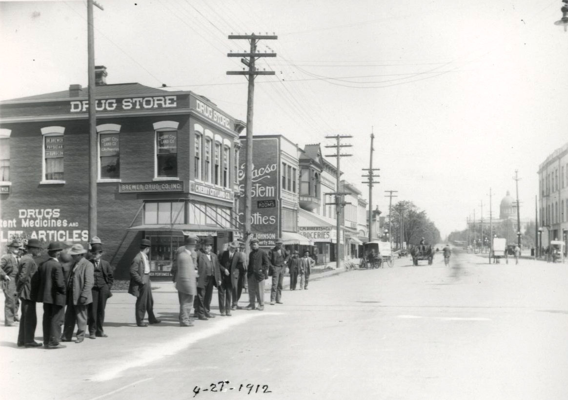 Court St., looking east from Liberty Ave., Salem, Oregon, 1912