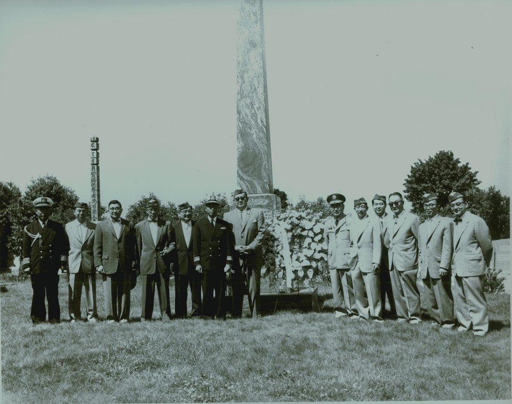 Nissei vets & Japanese officers at Rose City Cem, PDX, ONLC 00117