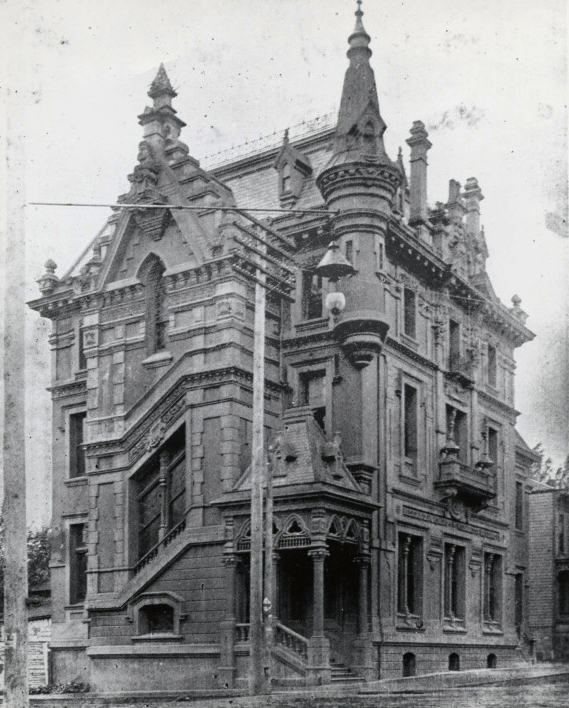 North Pacific Dental College at Couch and 15th, Portland, about 1900.