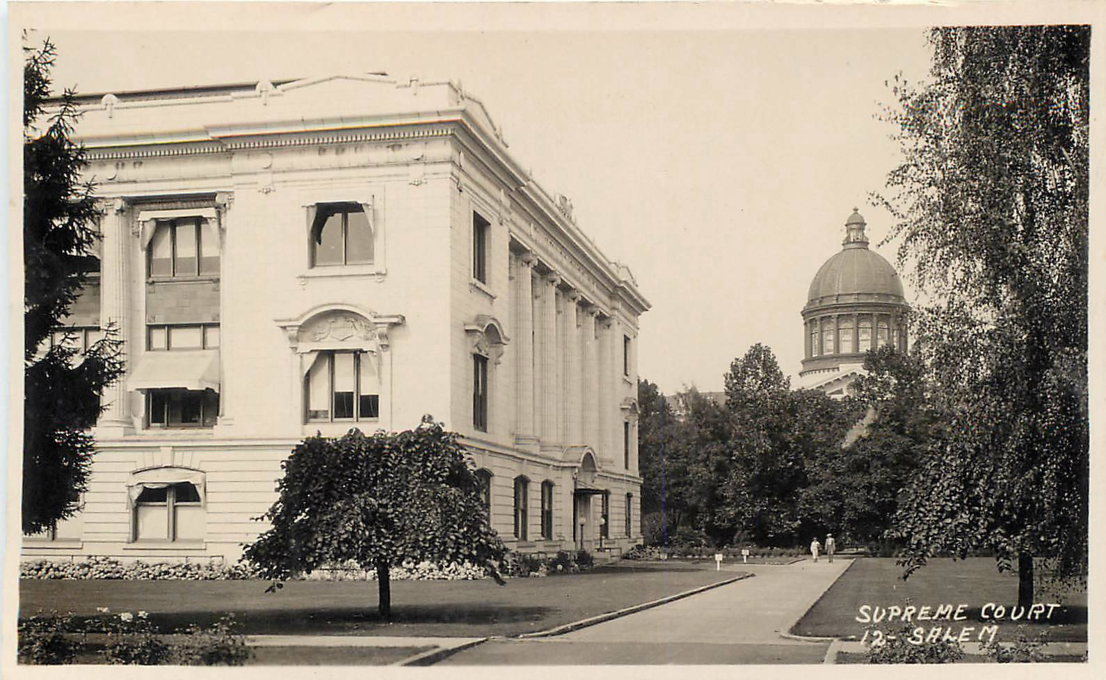 Picture postcard of the Oregon Supreme Court building.