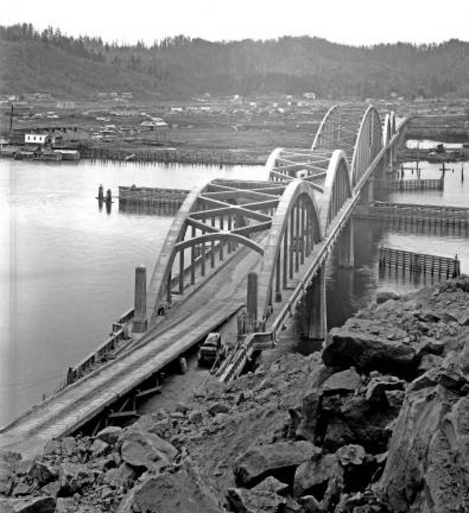 Umpqua R., bridge at Reedsport