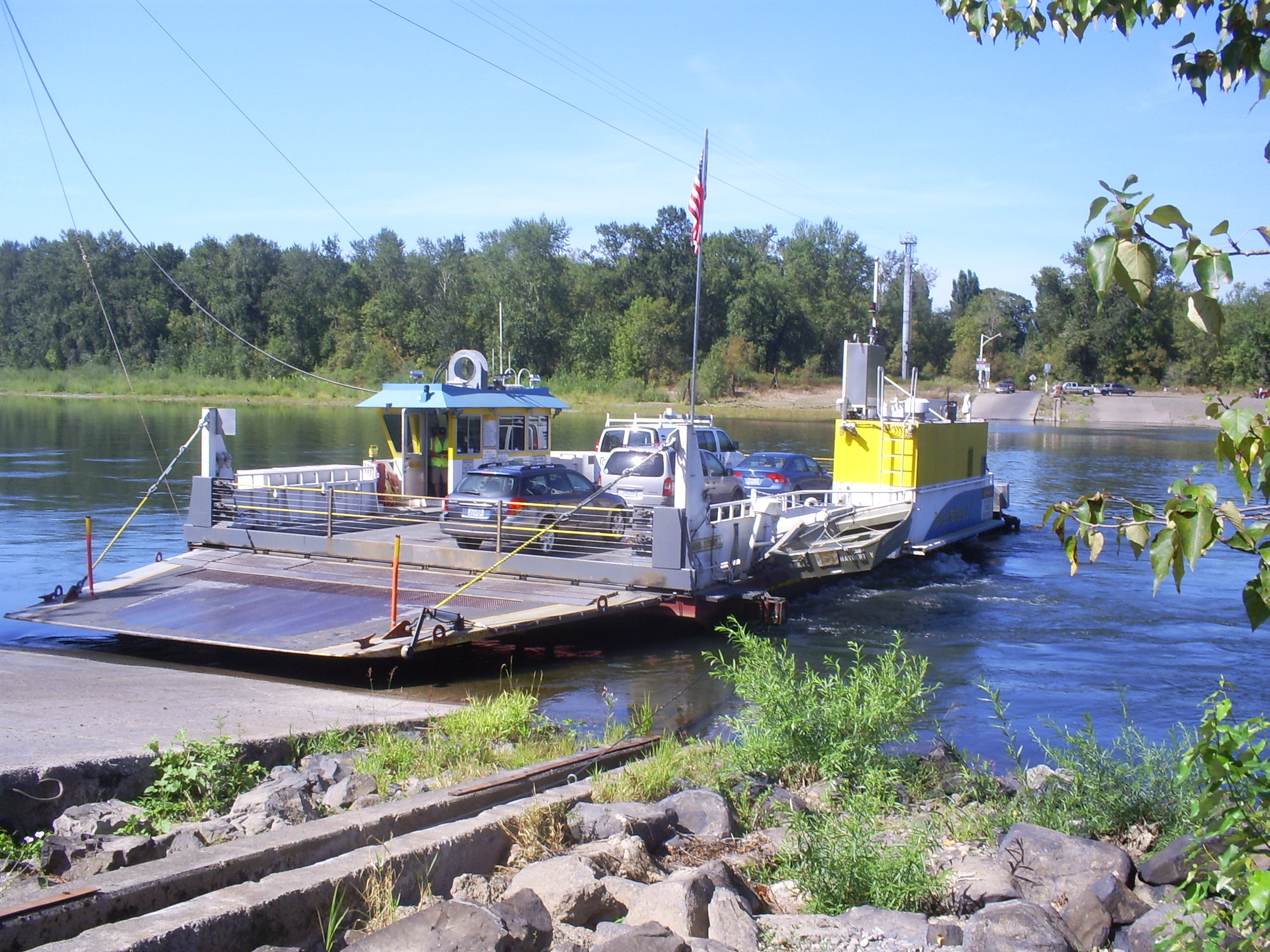 Wheatland Ferry, docking, 2002