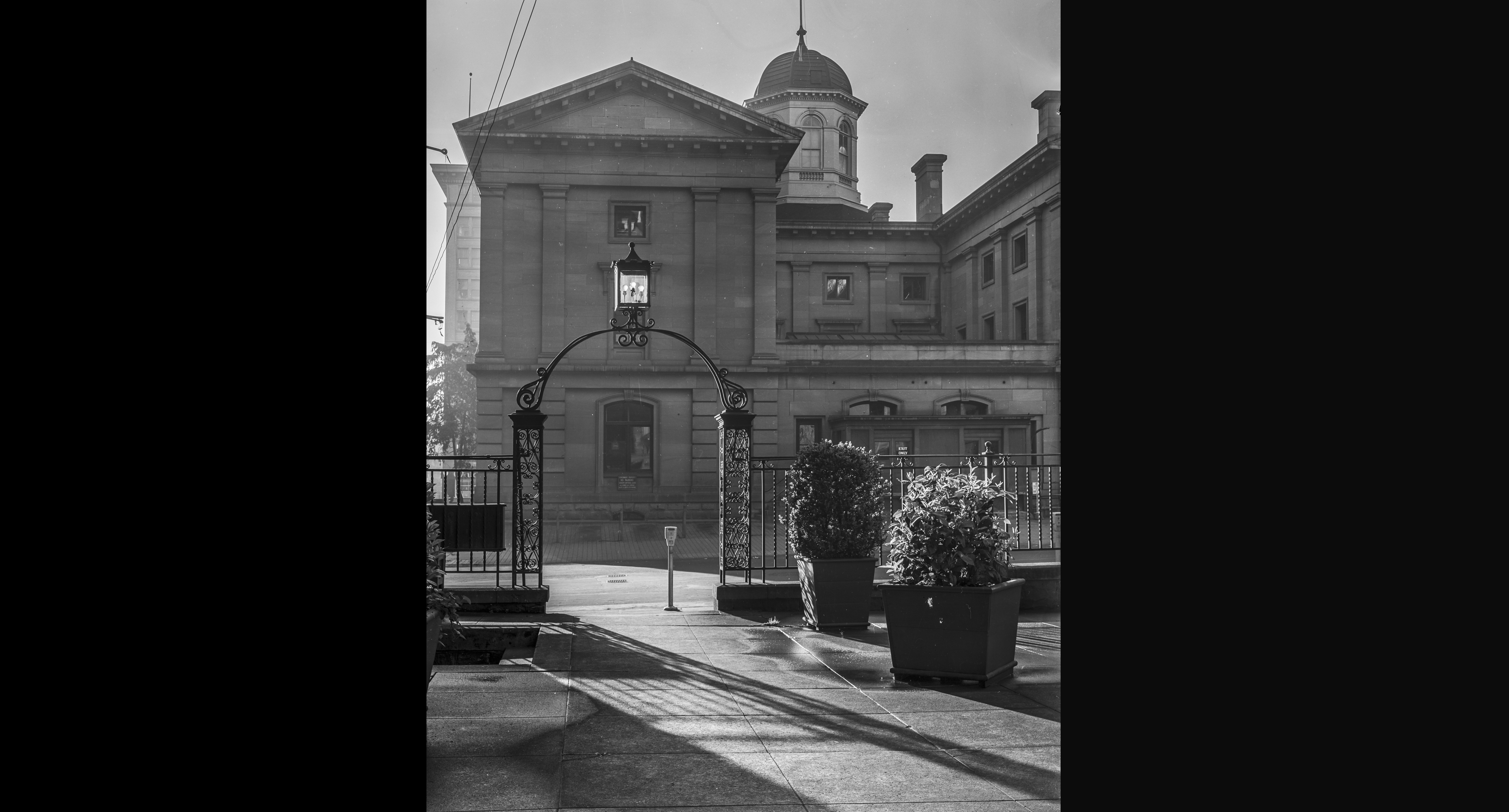 Pioneer Courthouse, from the Portland Hotel, April 17, 1939