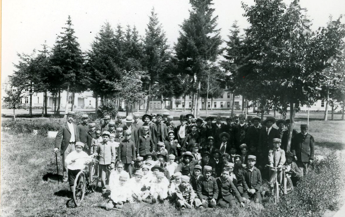 Students and officials at Chemawa, 1887. Courtesy Oregon Hist. Soc. Research Lib., 0173G019.