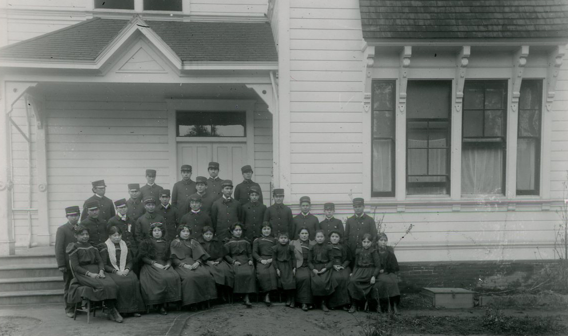 Group of Chemawa students, c.1887. Courtesy Oregon Hist. Soc. Research Lib., 0173G007.