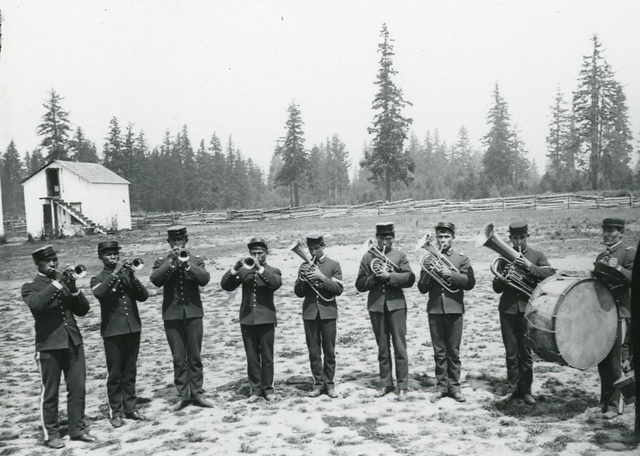 Members of Chemawa band, 1887. Courtesy Oregon Hist. Soc. Research Lib., 0182G041.