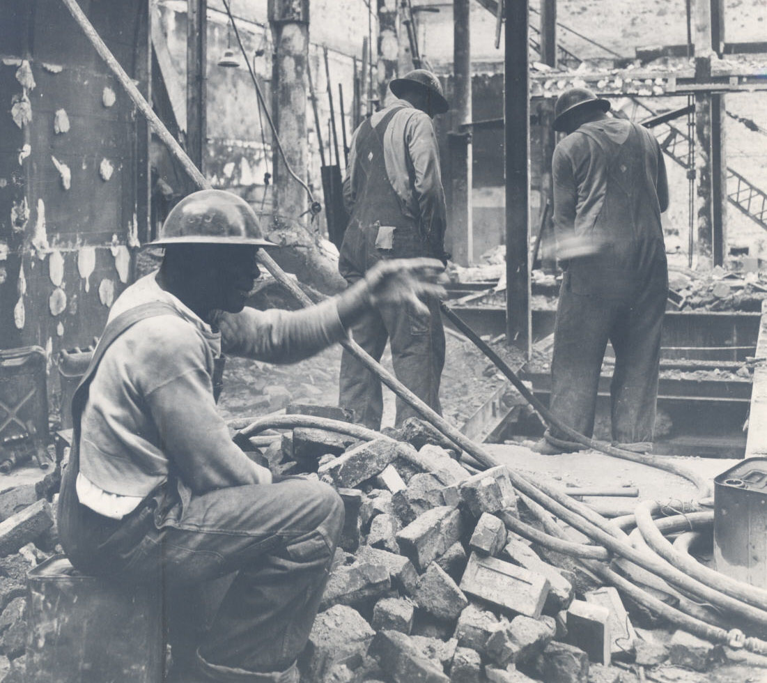 Working on the Oregonians building, 1950
