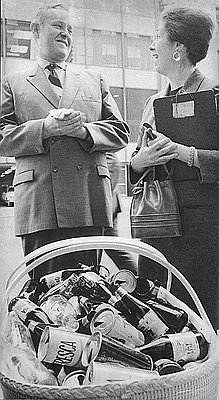 Gov. Tom McCall and Mrs. Joe Rand at a YWCA pro-recycling event in Portland, 1970